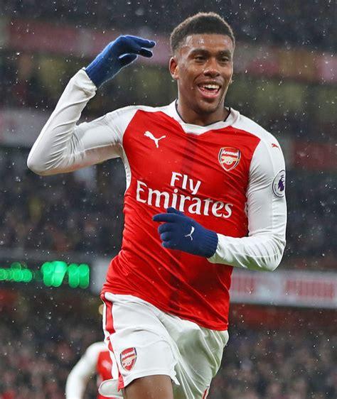 Arsenal star Alex Iwobi sends title warning to Chelsea ...