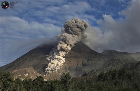 selempangan  mount merapi eruption