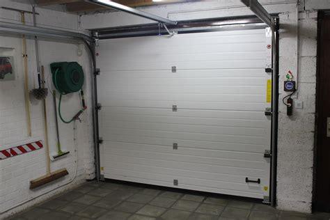 Placement De Porte De Garage Sectionnelle Et Basculante