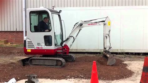 takeuchi tb mini digger excavator grading scalpings minibagger minigraver pelle youtube