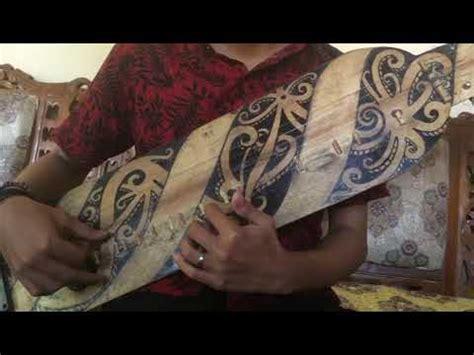 Alat musik ini berfungsi sebagai alat upacara dan juga alat kesenian. SAPE alat musik tradisional Dayak Kalimantan - YouTube