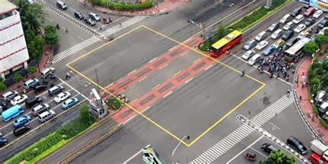 arti kotak warna kuning  perempatan lampu merah