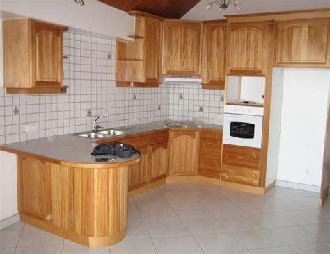 cuisine menuisier modele placard de cuisine en bois isolant caisson volet