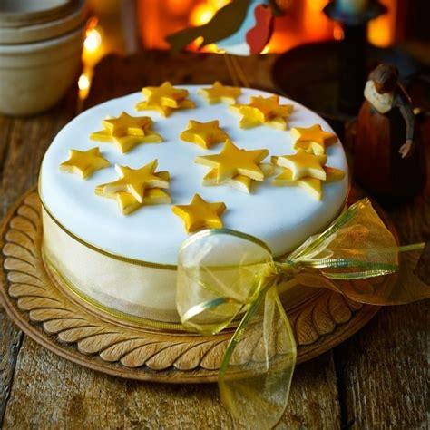 ways  decorate  christmas cake christmas cake