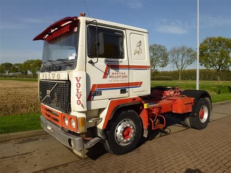 sale    hand tractor unit volvo