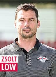 Zsolt düşük (1979 29 nisan doğumlu) bir macar eski olan futbolcu ve şimdi de güncel bir yardımcı antrenörü profesyonel futbol antrenörü olan premier lig kulübü chelsea ile thomas tuchel daha önce de yardımlı paris. RB-Fans.de - Die RB Leipzig Fancommunity