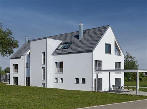 haus mit 2 wohnungen bauen mehrfamilienhaus mit satteldach haus schindele