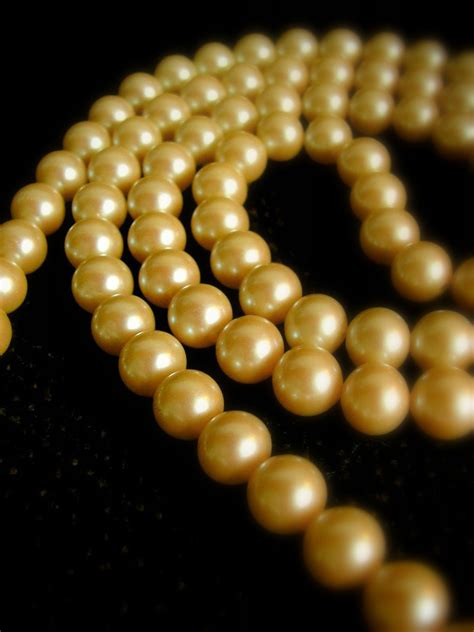 what is of pearl file golden pearl necklace jpg wikimedia commons