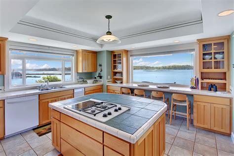 kitchen countertops with backsplash south bainbridge island 4324