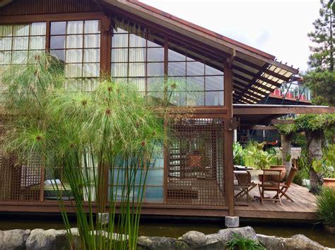 villa air  lembang  memiliki nuansa jepang