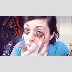 So Schafft Man Eine Maske Gegen Augenringe Mit Kaffeesatz