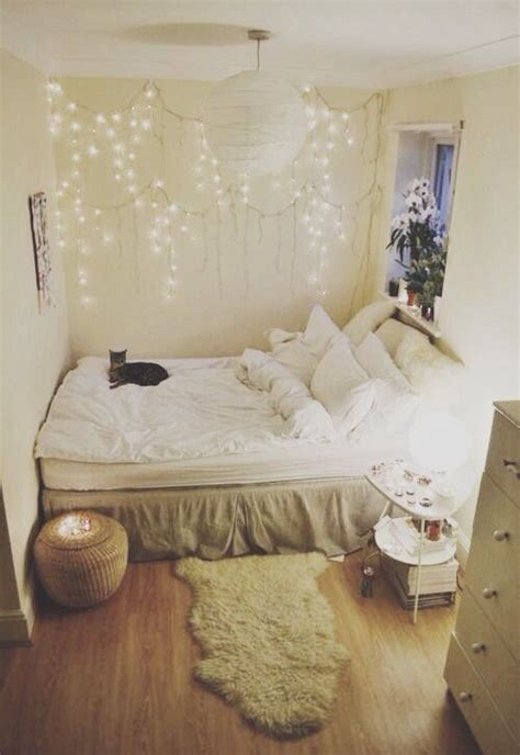 Bedroom Design Ideas For Small Rooms by Small Cozy Room Well Placed Fluff Bedroom