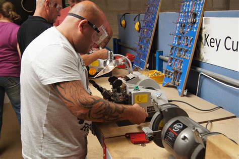 Locksmith Training Courses - How to become a locksmith ...