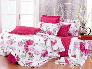 linge de lit fleuri table de lit a roulettes With affiche chambre bébé avec taie d oreiller fleurie