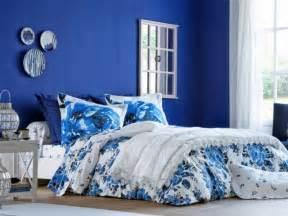 chambre bleu violet couleur de chambre violet trendy peinture mauve clair une