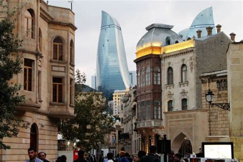 It lies on the western shore of the caspian sea on the southern side of the abseron peninsula, around the wide curving sweep learn more about baku, including its history. Return to Baku: Azerbaijan   The Arbuturian
