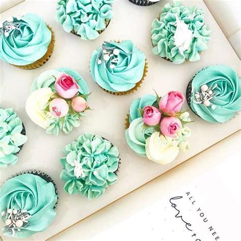 love  cake  atpetalandpeachbakery