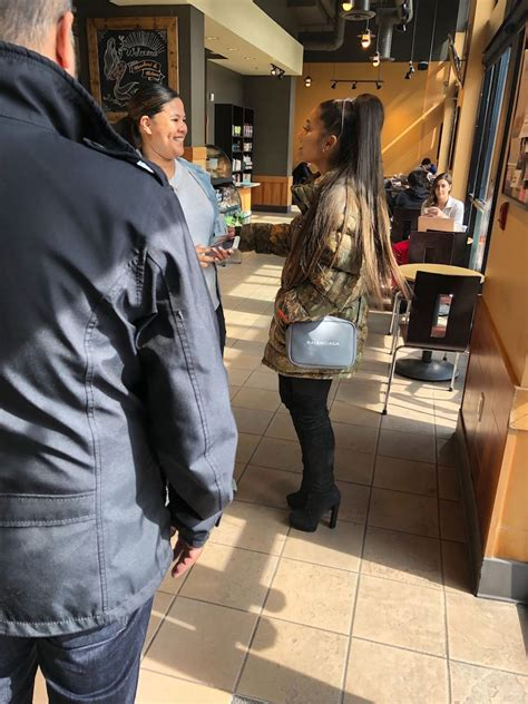 Either the numbers or the refs need to be changed. Ariana Grande was just spotted at this Vancouver Starbucks (PHOTOS) | Dished