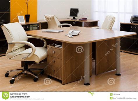 bureau stock bureau op modern kantoor royalty vrije stock foto 39 s