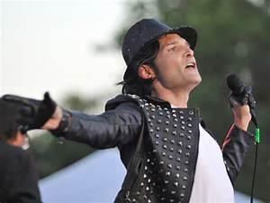 Corey Feldman does Michael Jackson impression at Limp ...