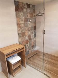 realisations salle de bain cosy avec robinetterie retro With salle de bain design avec muret pierre reconstituée décoratif