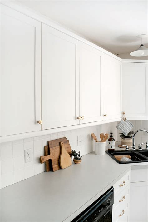 refinish laminate kitchen cabinets how to add trim and paint your laminate cabinets brepurposed 4655
