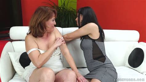Mature Woman Gets Her Hairy Pussy Eaten Out By Tempting