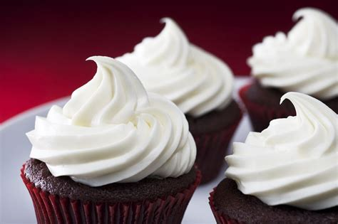 frosting  cakes  cupcakes