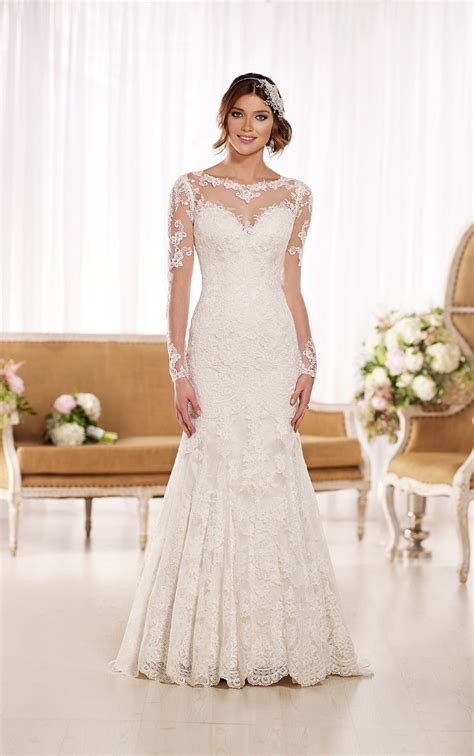 Long Sleeve Sweetheart Neckline Lace See Through Back Long