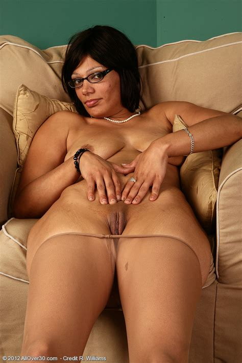 Featuring 32 Year Old Issabella From Chicago Raised In