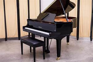 2015 Yamaha GC2 Grand Piano | Polished Ebony - Like New!