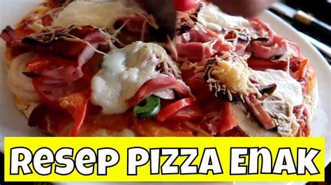 Bahan adonan 36 sdm/360 gram tepung terigu (pakai yg biasa aja, yg kiloan, disini perkg 6.000) 2 sdm gula pasir sejumput garam 2 sdm minyak goreng 14 sdm air 1 sdt ragi instan (boleh pakai merk apa aja). Resep Cara Membuat Kulit/Roti Pizza Empuk, Enak dan Sederhana - YouTube