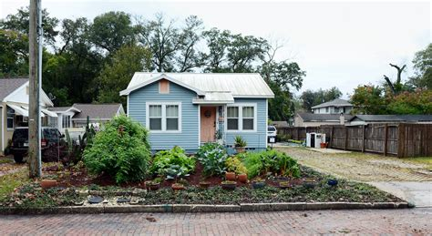 The Front Yard : Gardeners Fight With Neighbors And City Hall Over Their
