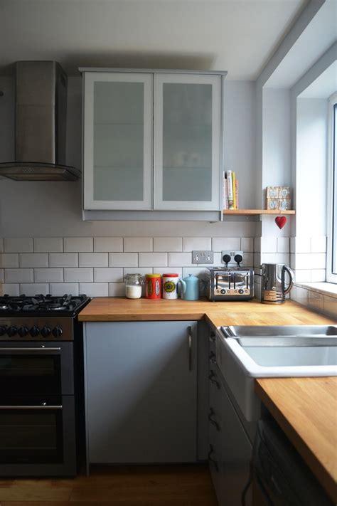 cuisine gris et bois cuisine gris et bois en 50 modèles variés pour tous les goûts