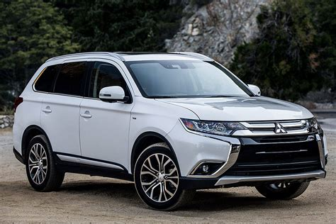 Mitsubishi Suv Models by Mitsubishi Outlander Suv Offers More Features In 2018