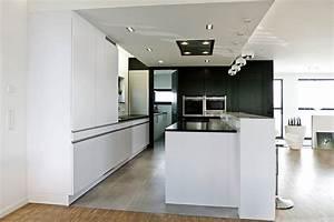 Wohnzimmer weiss grun for Küche wei matt grifflos