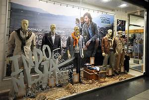Camel Active window displays, Budapest » Retail Design Blog