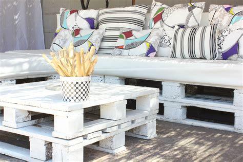 canapé avec palette bois mon canapé en palettes sous la pergola regards et maisons