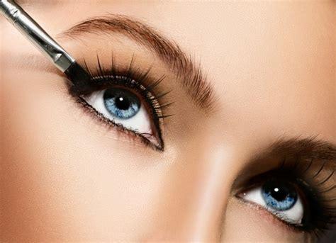 richtig schminken augen eyeliner auftragen und einen 246 sen blick erzielen