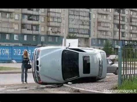 donne al volante divertenti donne al volante parcheggi e incidenti divertente