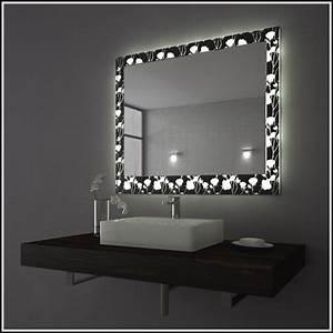 Badspiegel Mit Steckdose : badspiegel mit steckdose simple test badezimmer mit licht ~ Indierocktalk.com Haus und Dekorationen