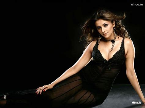 aarti chabria black hot hd cleavage wallpaper