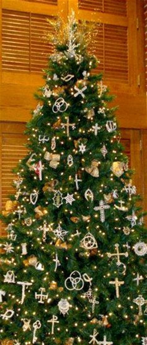 what is the sybolises cgristmas tree chrismon tree does your church one in the sanctuary at time if so what do
