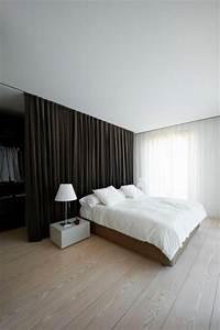 Smart Home Einrichten : 10x begehbarer kleiderschrank hinter dem bett wohnideen einrichten ~ Frokenaadalensverden.com Haus und Dekorationen