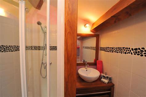 salle de bain chambre d hotes salle de bain de la chambre d h 244 te romantique avec frise