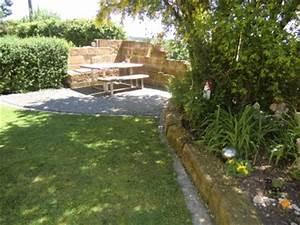 Gemütliche Sitzecke Im Garten : das haus am jura unterkunft ~ A.2002-acura-tl-radio.info Haus und Dekorationen