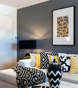 Un salon en gris et blanc c39est chic voila 82 photos qui for Idee deco cuisine avec fauteuil de salle À manger en cuir