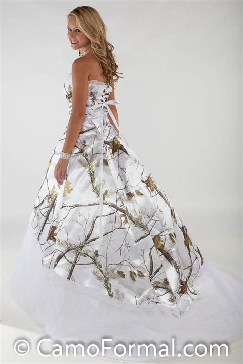 snow camo wedding dresses 1000 images about wedding ideas on deer camo garter and rednecks