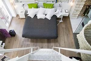 Bilder über Bett : schlafzimmer ber die treppe erreichen bett bettw ~ Watch28wear.com Haus und Dekorationen