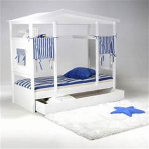 Lit Enfant 4 Ans : lit cabane pour chambre d 39 enfant id e d 39 am nagement et de gain de place dans une chambre d ~ Teatrodelosmanantiales.com Idées de Décoration